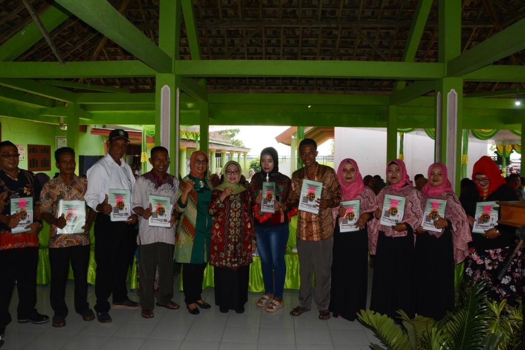 Sebanyak 875 Warga Masyarakat Desa Ketapang Kuning, Ngusikan Menerima Sertifikat Tanah